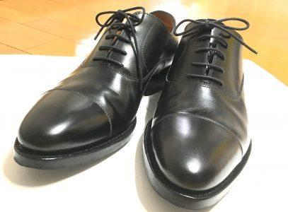 靴の種類では最もフォーマルになります。 ビジネスにおいてこちらを使用しましょう