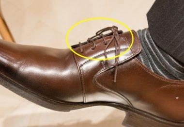 足が浮いている時の靴の支えになる部位になります。 靴紐部分の調整しきれない場合は変えましょう。