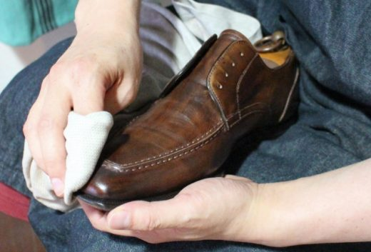 革靴の手入れをしっかり行いましょう。